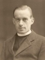Portriat photo of Rev Raymond Audley Dunbar Heath